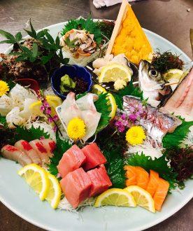 鯛・鯵・鮪・サーモン・サザエ・ウニ などなど、新鮮なお魚を一皿でどうぞ。